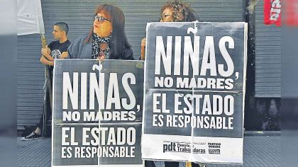 20191201_ninas_madres_cartel_cedoc_g.jpg
