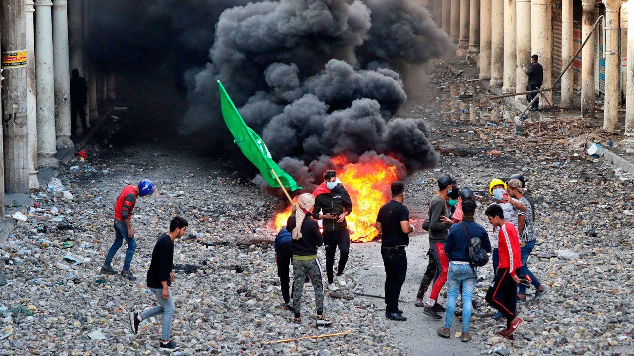 Renunció el premier de Irak en medio de protestas populares