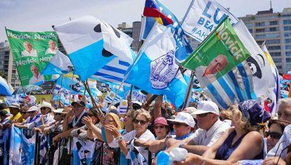 Fervor. Sus partidarios debieron esperar varios días para festejar la victoria.