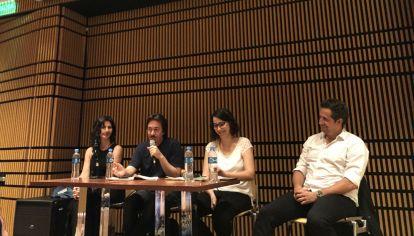 """""""Hermosos perdedores"""", el panel donde participaron Josefina Licitra, Pedro Mairal y Juan Pablo Varsky, moderado por Julieta Roffo."""
