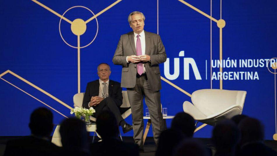 El presidente electo, Alberto Fernández, al hablar en la conferencia anual de la UIA.