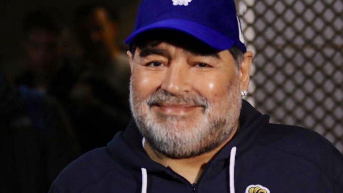 Como a una estrella de rock: así recibieron a Maradona en Huracán