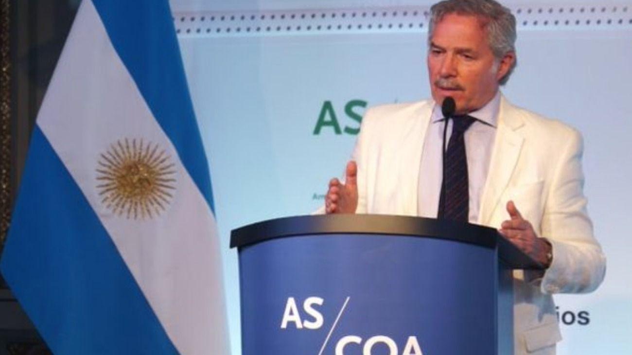 Felipe Solá anticipó que la Cancillería se hará cargo del comercio exterior