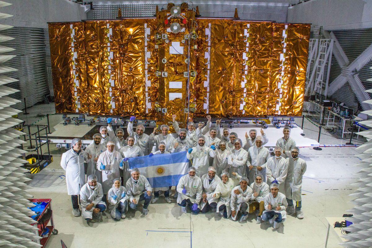 El equipo de Conae, VENG, Invap y CNEA al comenzar el ensayo en Bariloche.