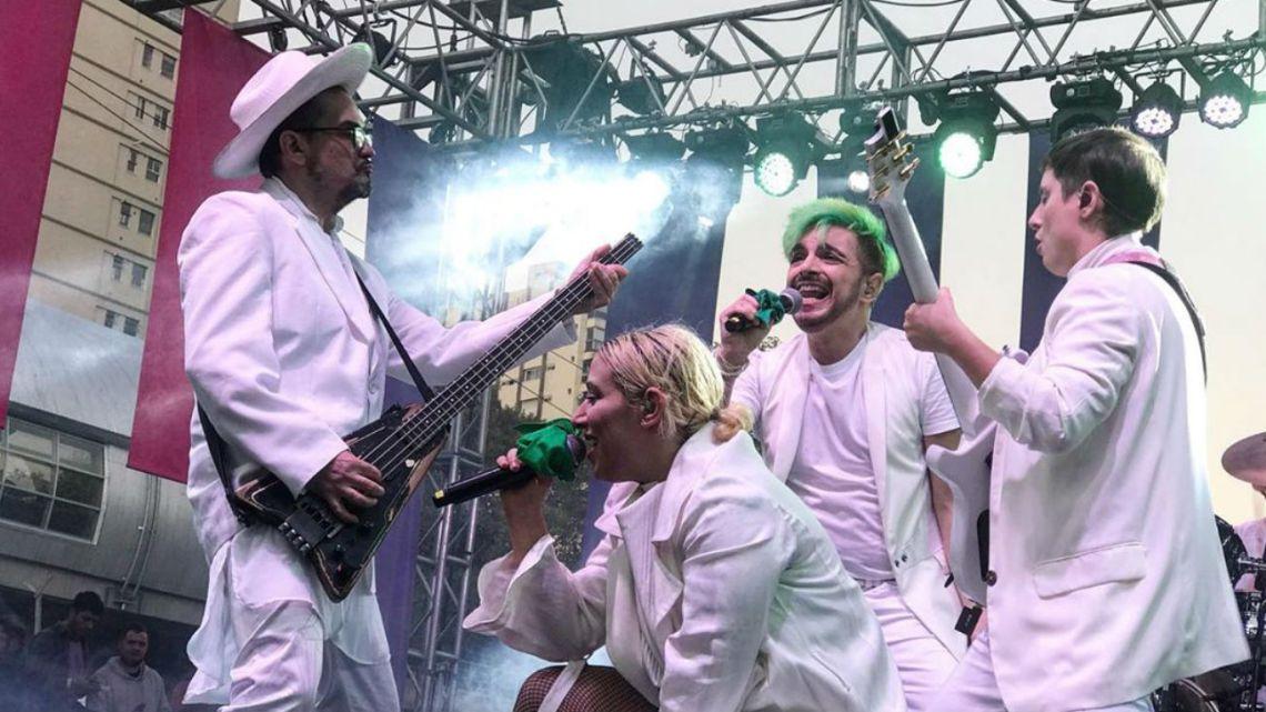 """Asaltaron y apuñalaron al bajista de """"Miranda!"""" en Chile"""