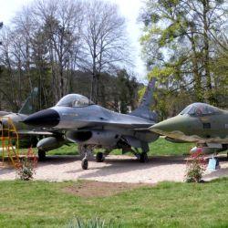 La colección incluye modelos modernos como el F-16 Fighting Falcon.