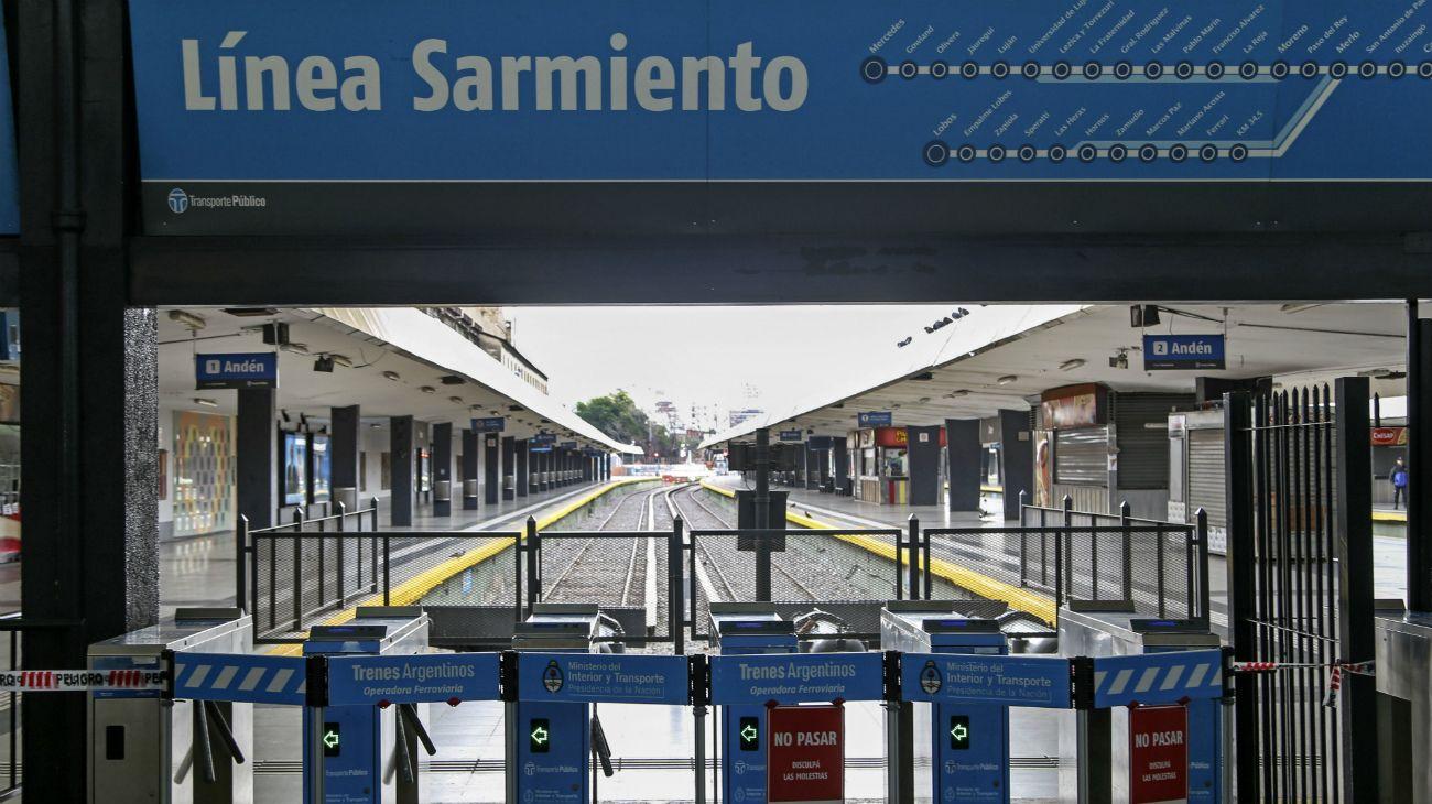 El Ferrocarril Sarmiento, que une la estación de Moreno, en el Conurbano bonaerensey la estación Once en la Ciudad de Buenos Aires.