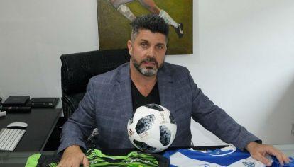 Bragarnik representa a más de 100 jugadores y desembarca en el fútbol español.