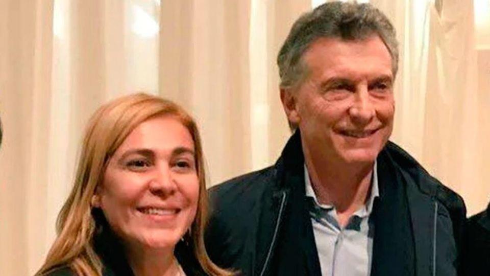 Beatriz Avila, junto al presidente Mauricio Macri en una foto de la campaña electoral oficialista.