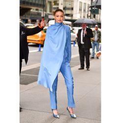 La capa: la prenda de moda entre las celebrities