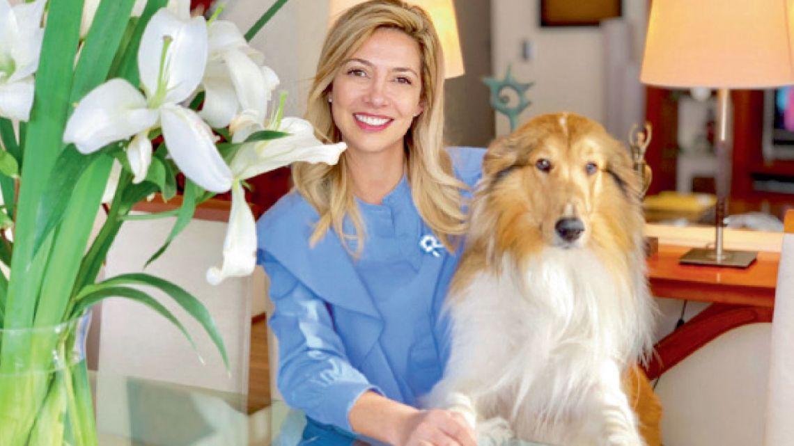 Fabiola Yáñez junto a su perro Dylan   Foto:Cedoc