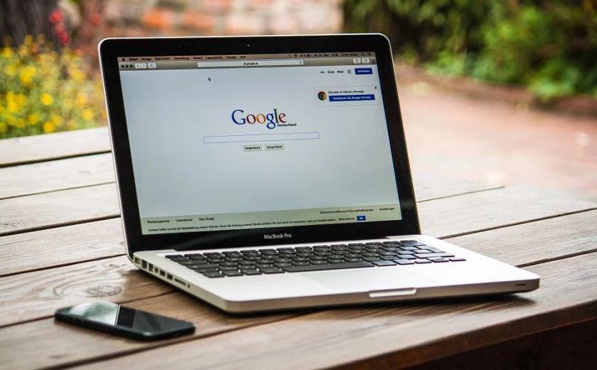 Pide director de Google regular la inteligencia artificial
