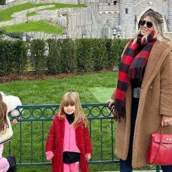 Los excéntricos looks de las hijas de Wanda Nara para combatir el frío en París