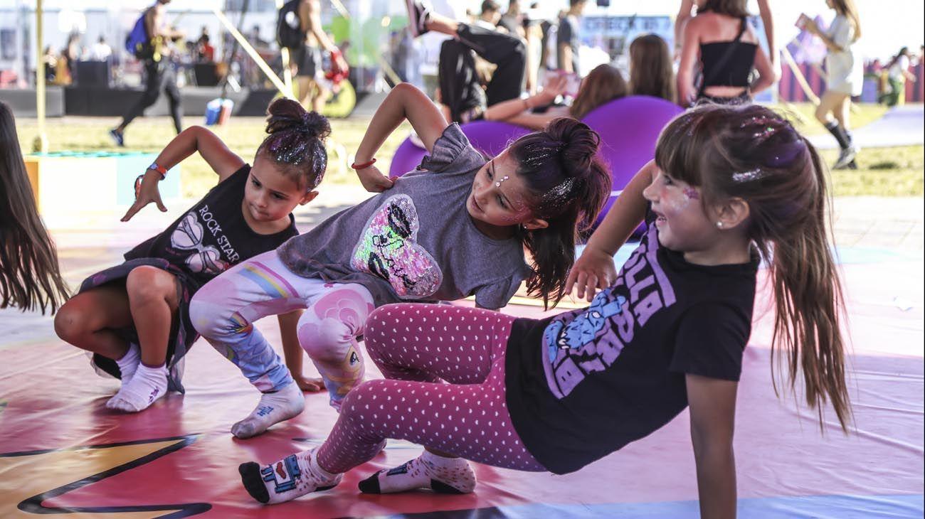 Música, creatividad, juegos y experiencias artísticas se combinan dando lugar a un espacio único que invita a padres e hijos a crear, jugar, bailar, y divertirse juntos.