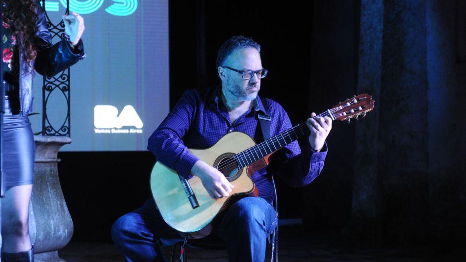 matias kulfas noche museos guitarra 20191206
