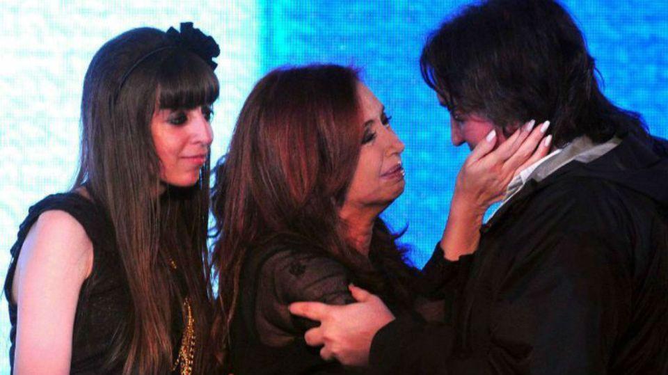 Cristina Fernández junto a Máximo y Florencia Kirchner.