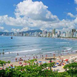 Las playas brasileras explotan de turistas cada verano.