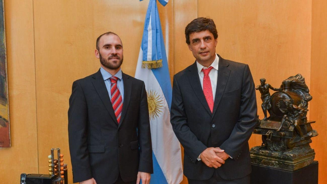Martín Guzmán y Hernán Lacunza: el traspaso de un fierro caliente.