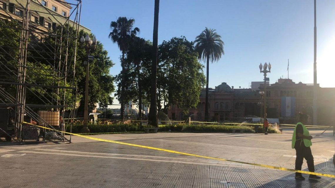 Alberto Fernández decided to remove the barriers between the Casa Rosada and the public courtyard ahead of his inauguration.