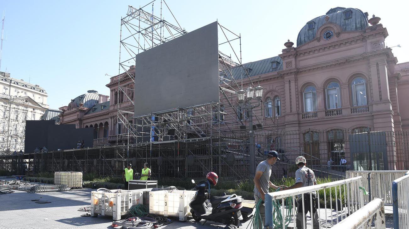 Preparativos en Plaza de Mayo