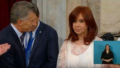 Los gestos de Cristina Kirchner durante la llegada de Mauricio Macri en el traspaso de mando.