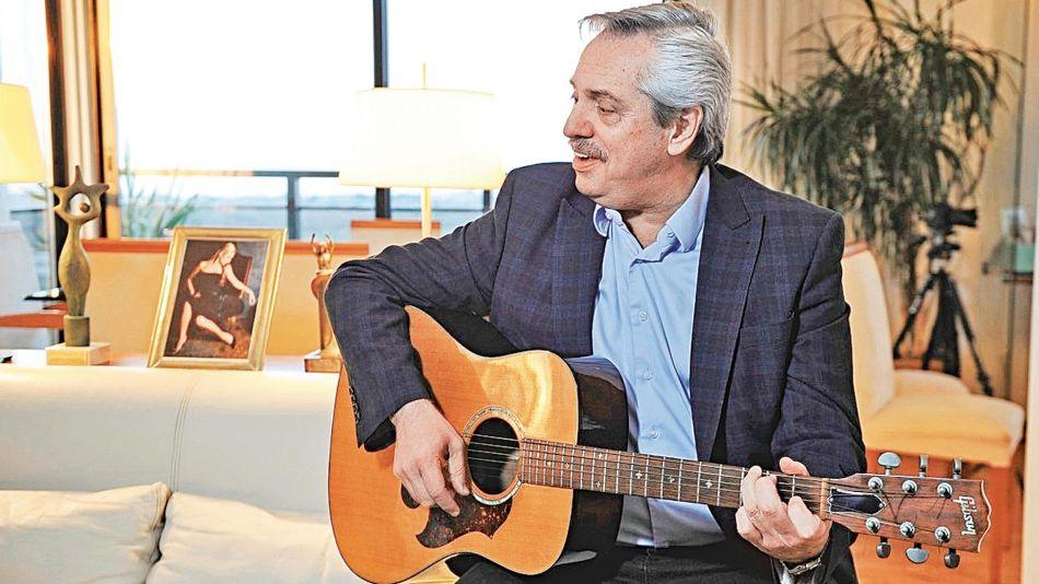 Alberto toca la guitarra 20191210