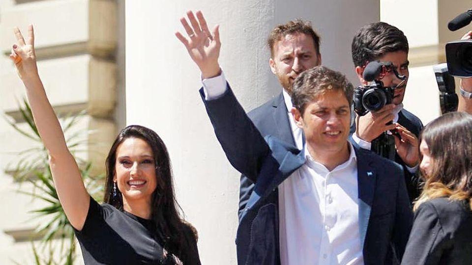 El Gobernador Axel Kicillof y su esposa.