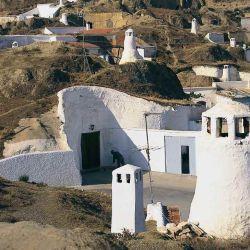 En las cuevas hay tablaos flamencos de gitanos, casas y hoteles.