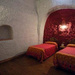 Dormitorio a varios metros bajo tierra.