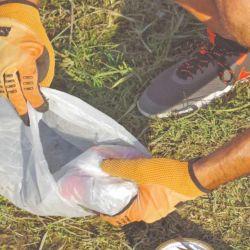Las bolsas de polietileno que usamos normalmente para llevar la fruta son perfectas para armar estancos.