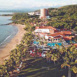 Ixtapa se creó como destino turístico en 1968. Playa Linda es la mejor zona. Allí el Club Med Ixtapa Pacífic aparece como un refugio ante los edificios altísimos.