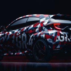 Toyota GR Yaris camuflado con los colores del equipo Toyota Gazoo Racing.