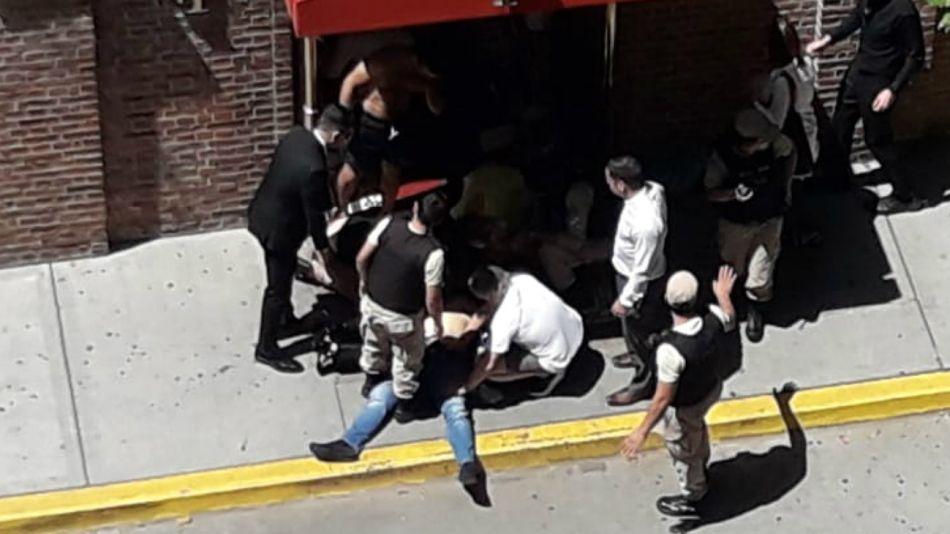 Conmoción en Puerto Madero por el violento intento de asalto a turistas frente al Hotel Faena.