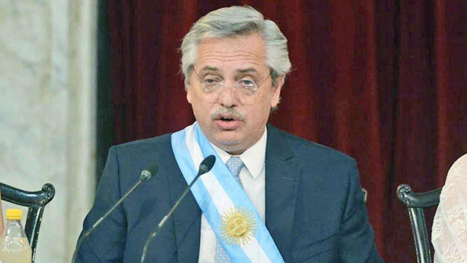 Asunción. En el discurso inaugural de Fernández en el Congreso, el héroe fue el radical Raúl Alfonsín.