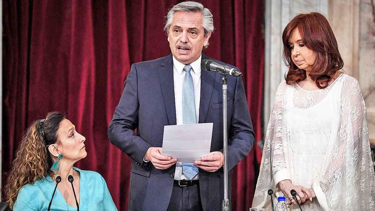 Actitudes. Alberto Fernández mostró empatía con Gabriela Michetti y definió a Cristina Kirchner como su amiga, aunque el eje ideológico fue más cercano a Néstor.
