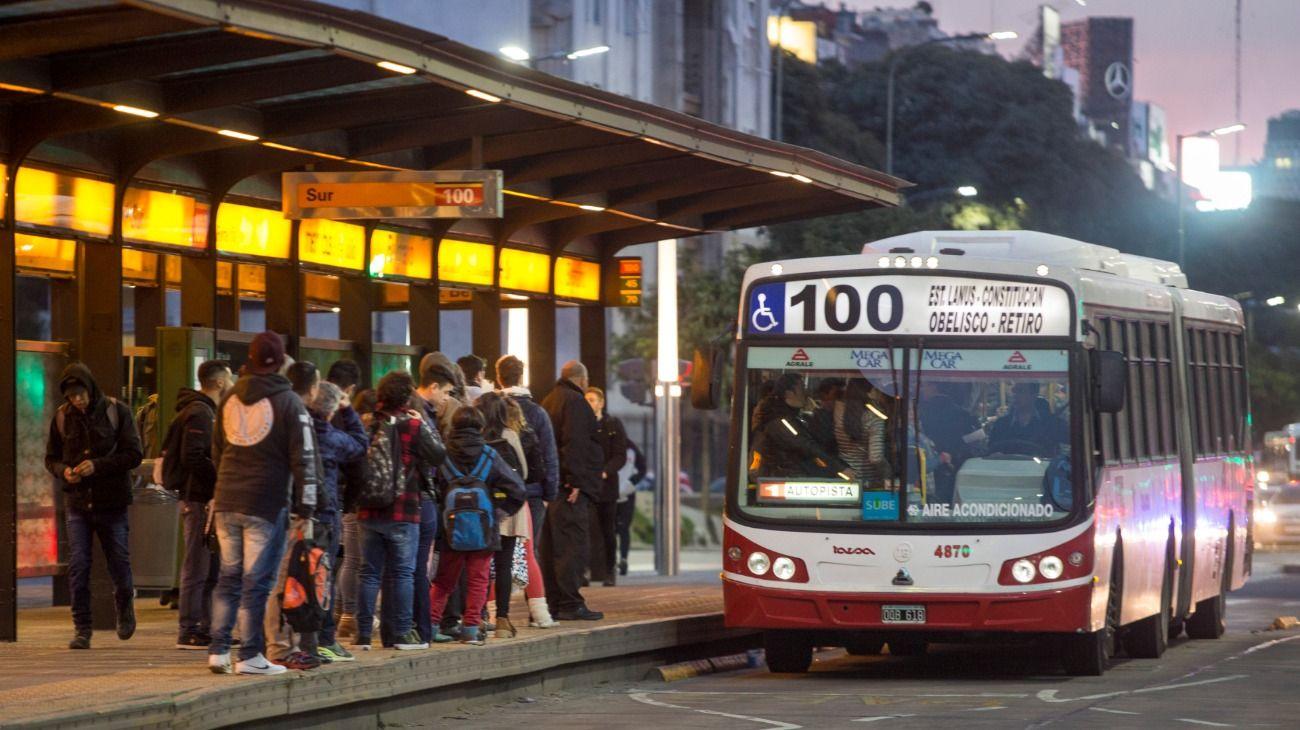 Los colectivos son el medio de transporte peor valorado por los encuestados.