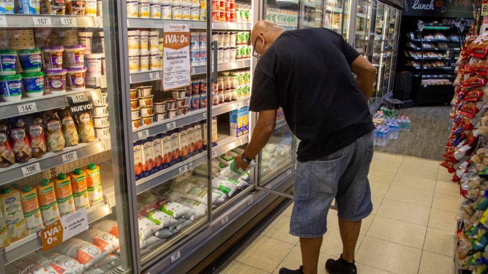 Los alimentos aumentaron hasta un 90% en el último año y entre los que más subieron se destacaron los lácteos, la yerba y el pollo.
