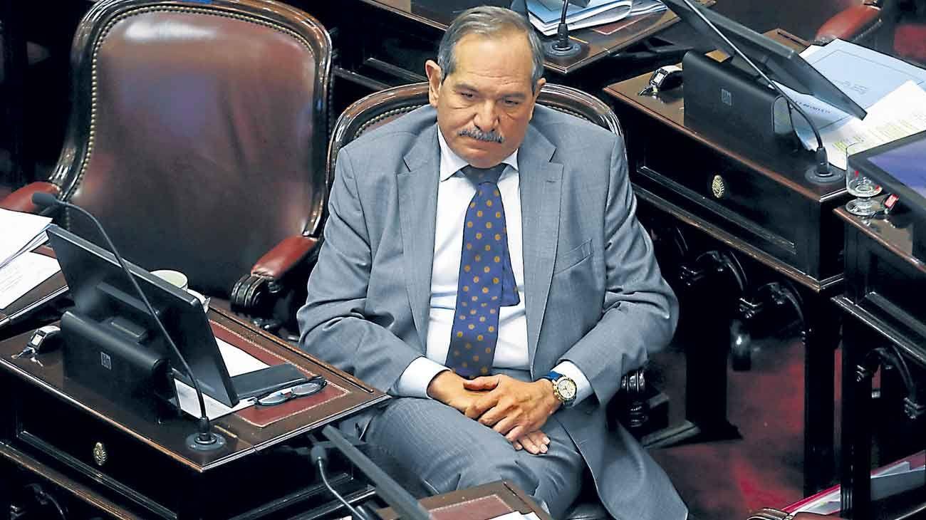 Señalado. El senador tucumano debió pedir licencia de su banca.