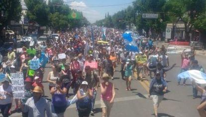 Masiva marcha en Mendoza en contra de la minería.