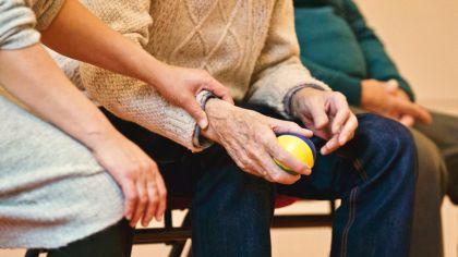 Anciano cuidado mayor