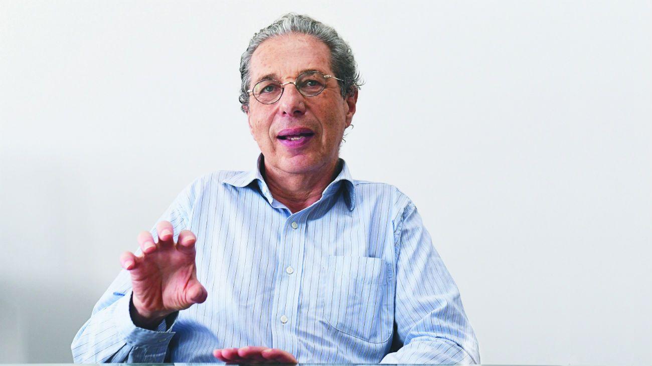 El economista da una serie de alternativas para la negociación por la deuda. Cómo influye este tema en las empresas y las familias.