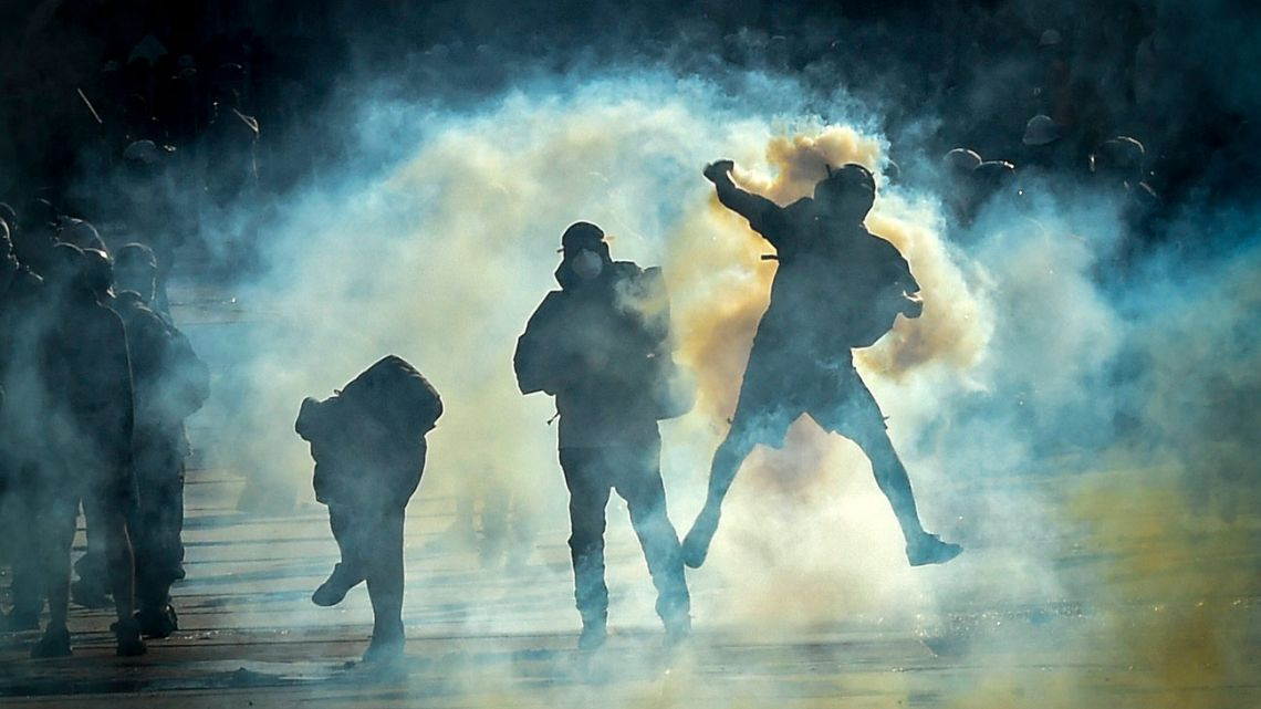Demonstrators clash with riot police during a protest against Chilean President Sebastian Piñera's government in Santiago, on December 20, 2019.