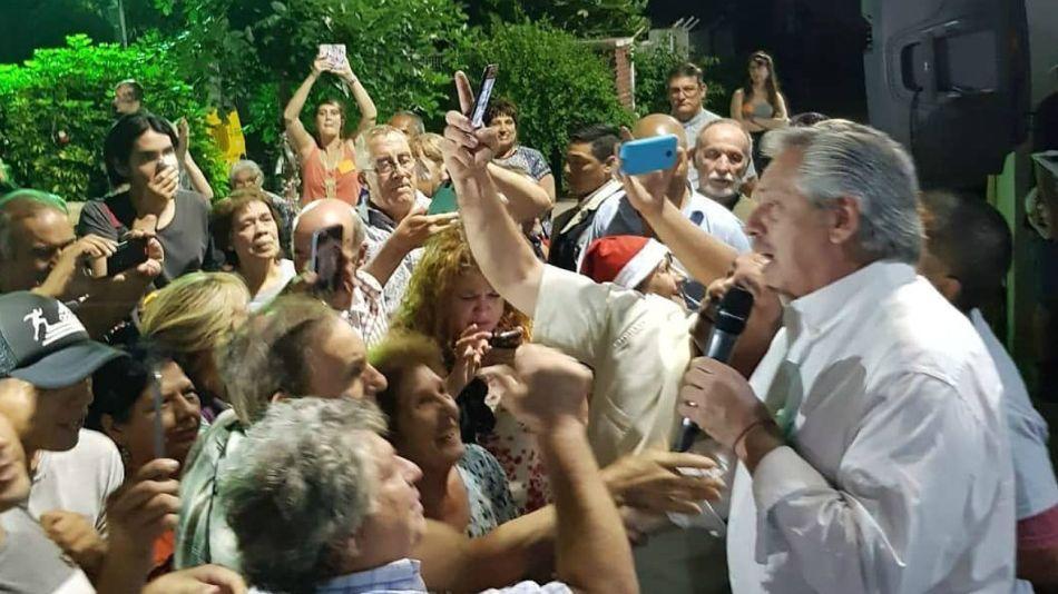 Alberto Fernández visitó a la parroquia de San Cayetano en su primera Nochebuena presidencial.