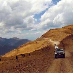 Las camionetas en los primeros kilómetros del paso.