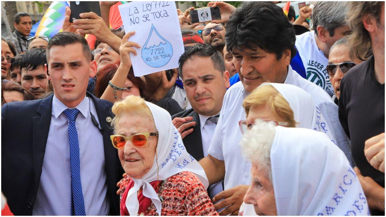 Evo Morales estuvo presente en el tradicional jueves de las Madres de Plaza de Mayo.