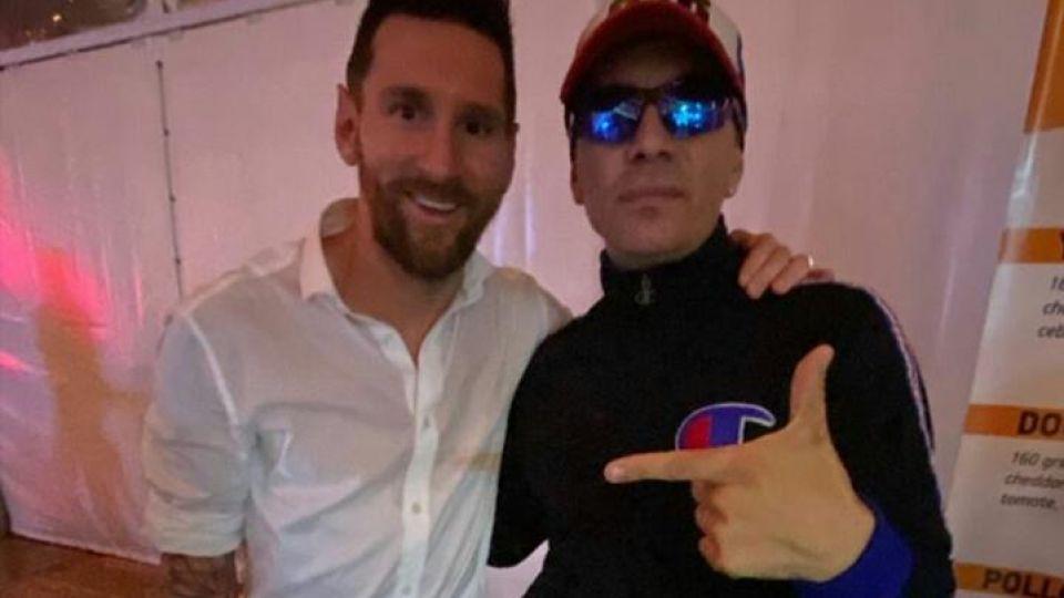 Messi y Pablo Lescano, de fiesta en el casamiento de Luis Suárez y Sofía Balbi