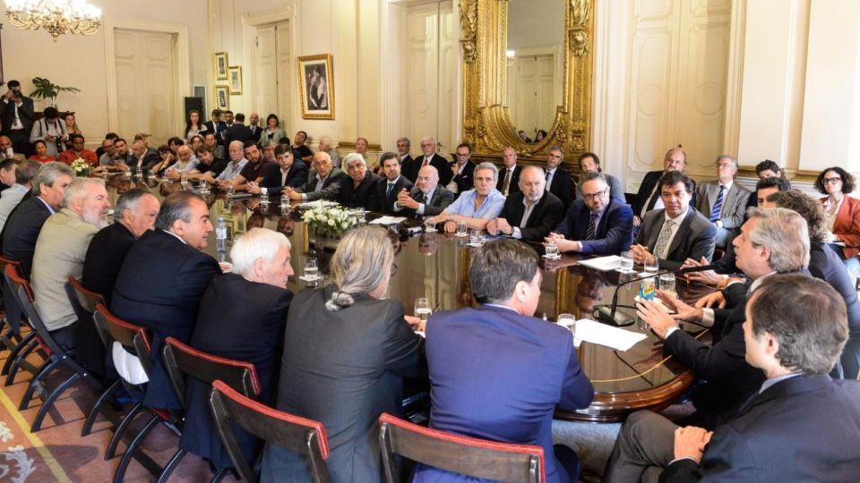 Empresarios y sindicalistas con Alberto Fernández.