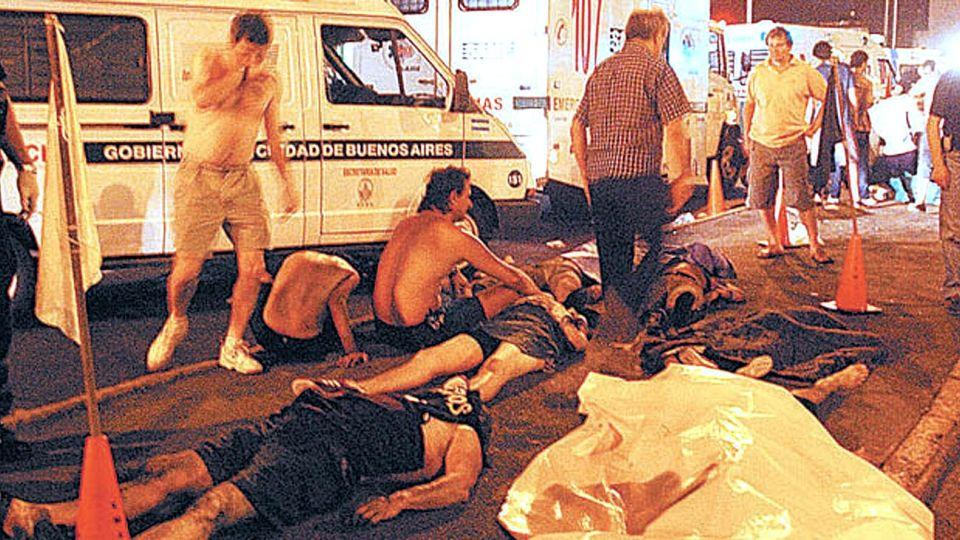 A las 22:50 del 30 de diciembre de 2004 comenzó el incendio en el boliche Cromañón.