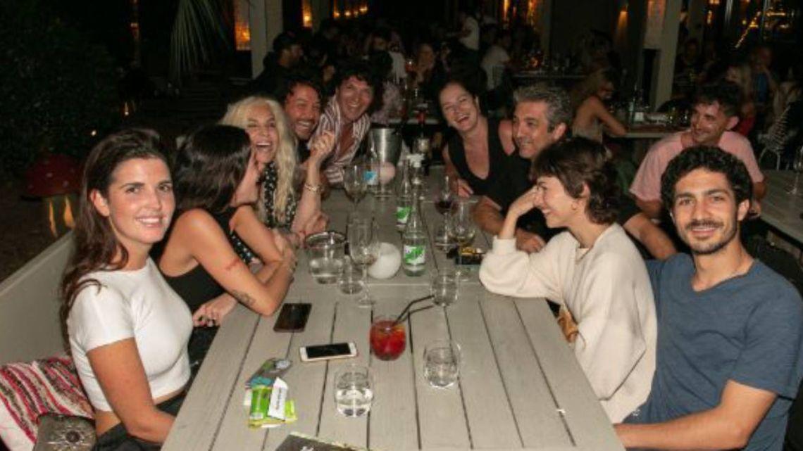 La exclusiva cena de Susana Giménez y la familia Darín rodeados de celebridades en Punta