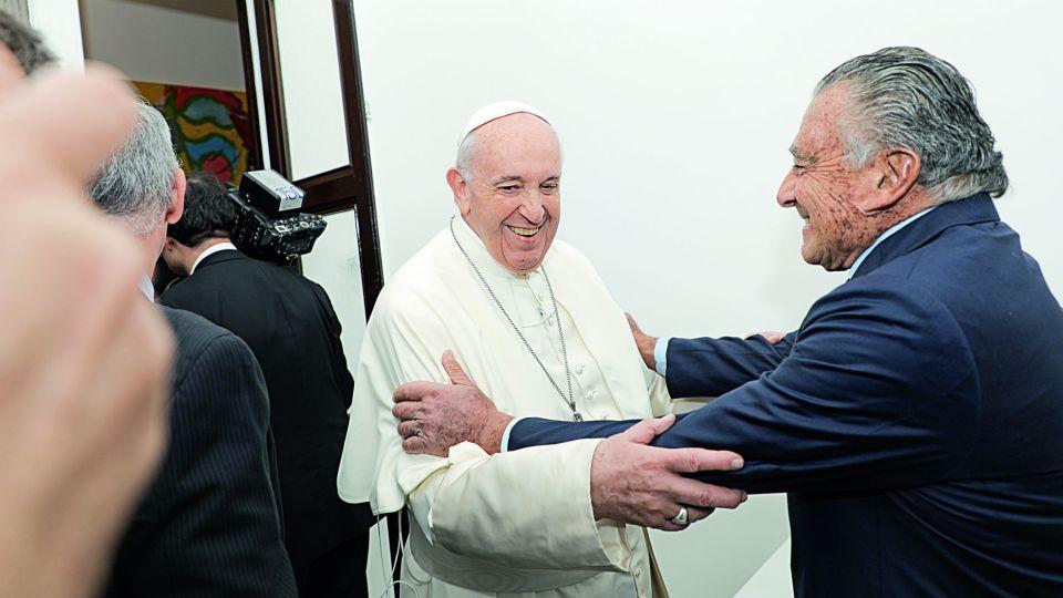 Descubrí el invaluable obsequio que le regaló el papa Francisco a Eduardo Eurnekian